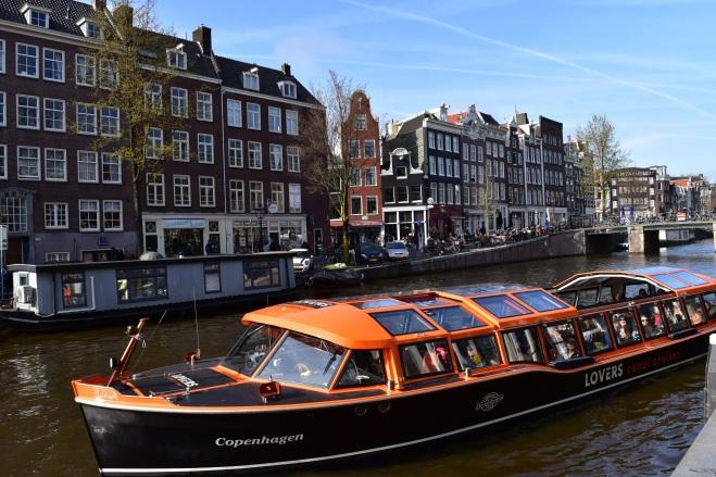 AmsterdamCanals_CopyrightLetsTravelWells