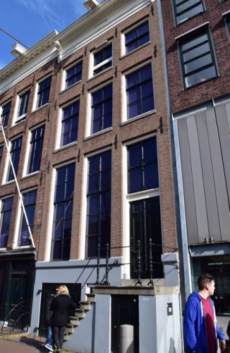 Picture of the front of Anne Frank's house Amsterdam