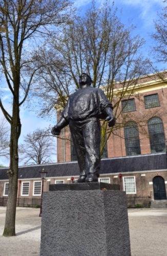 Picture of harbor worker statue in Jewish quarter of Amsterdam