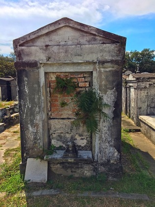 Picture of above ground tomb at Lafayette Cemetery New Orleans