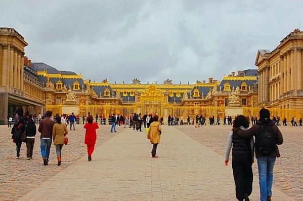 VersaillesEntrance_CopyrightLetsTravelWells
